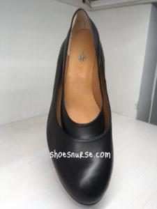 大きい靴に小さい靴が